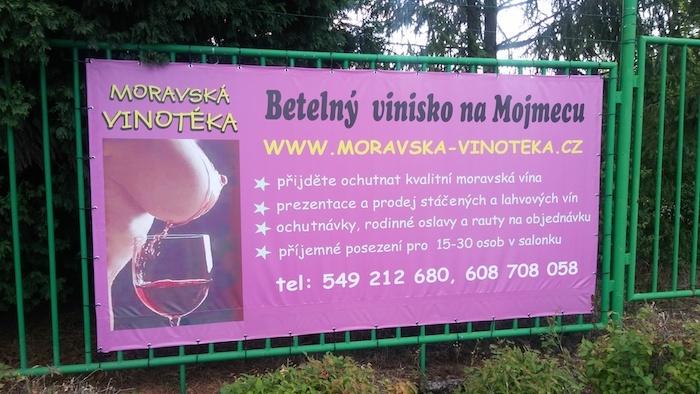 Vítězem desátého a zároveň posledního ročníku anticeny Sexistické prasátečko se stala reklama Moravské vinotéky, zdroj: Nesehnutí.