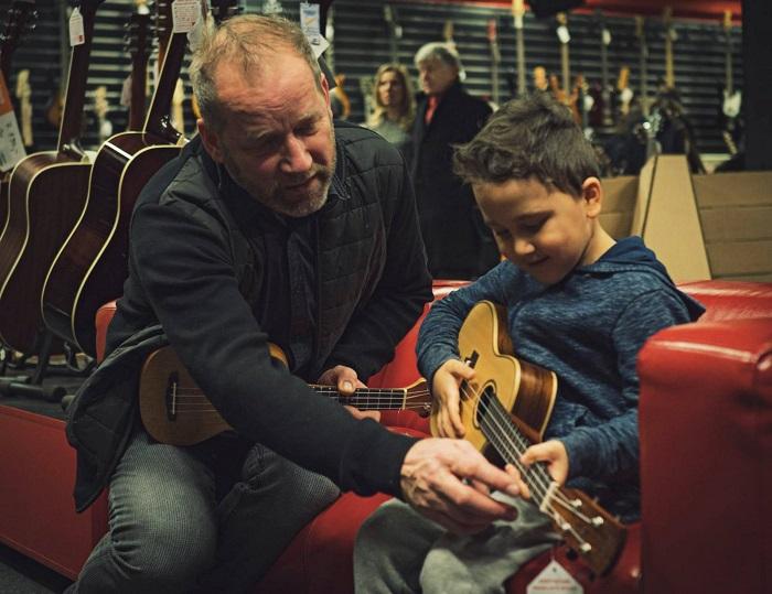 David Koller na prodejně Kytary.cz, zdroj: FB Kytary