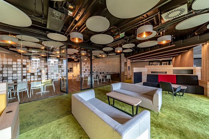 mBank – finanční instituce kanceláře roku (autor: In Design