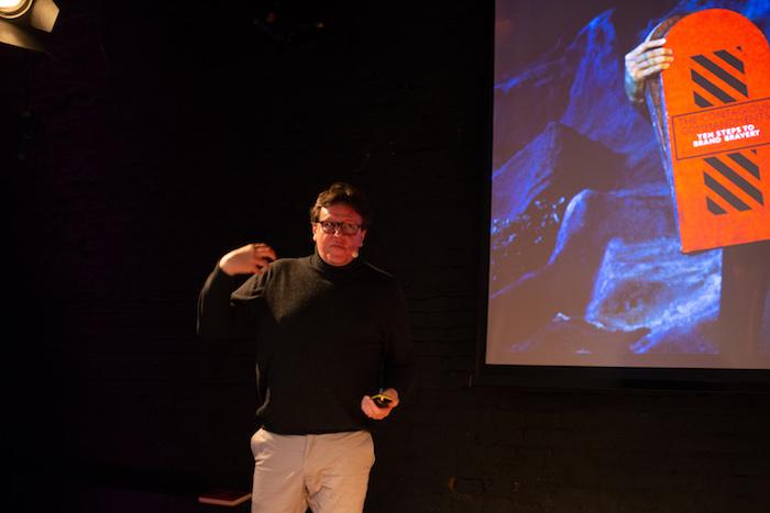 Prvním přednášejícím byl Paul Kemp-Robertson, zakladatel Contagious a autor knihy The Contagious Commandments, foto: Vojtěch Tesárek, Contagious CZ/SK.