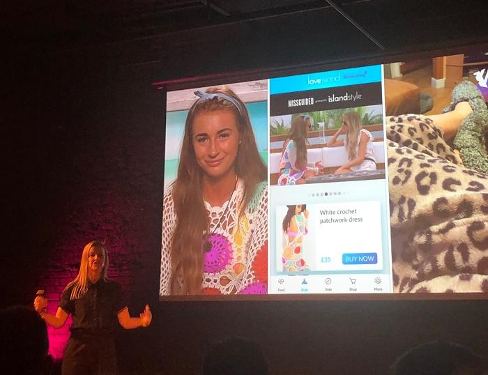 Díky propojení s aplikací pořadu Love Island, kterou si stáhlo 3,5 milionu lidí, zvýšil e-shop Missguided své prodeje o 40 %. V případě háčkovaných šatů to bylo o 9 300 %, zdroj: MediaGuru.cz.