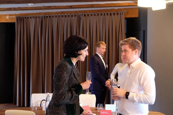 Adriana Dergam, ředitelka korporátní komunikace a společenské odpovědnosti společnosti Vodafone, a Aleš Černý ze Seznam.cz, foto: Vodafone