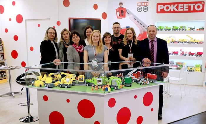 Takto vypadal letošní větší stánek firmy Efko - karton v Norimberku. Miroslav Kotík, majitel Efko (úplně vpravo), zdroj: Efko-karton