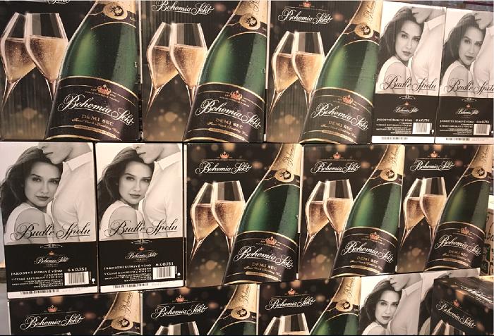 Když se na prodejní ploše vyskládají na sebe kartony Bohemia Sektu, vznikne téměř billboard a snadno tak značka může komunikovat i v prodejně. Zdroj: Fiala & Šebek