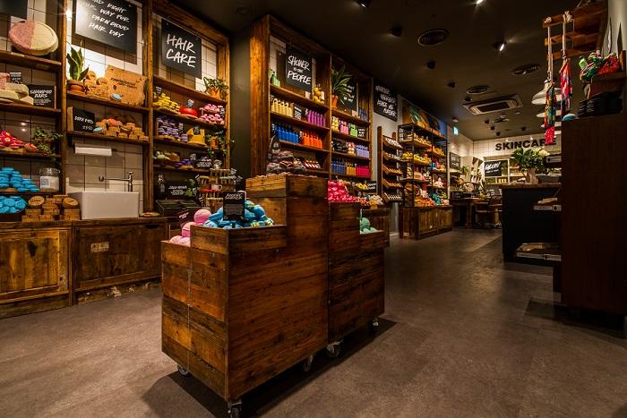 Letos v lednu otevřený obchod v Manchesteru, kde se prodávají výrobky zcela bez obalů. Zdroj: Lush