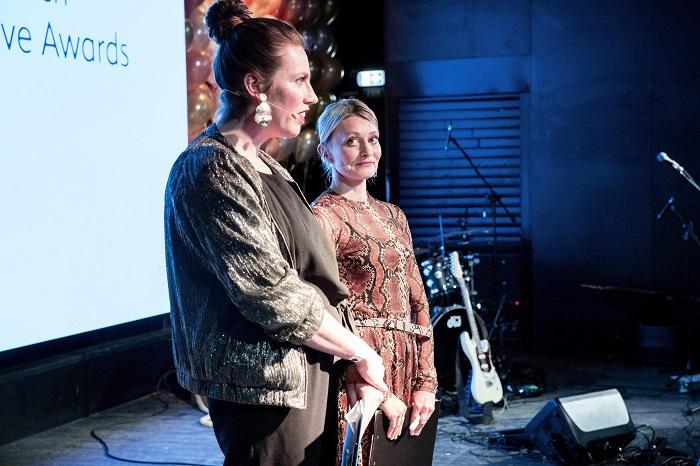 Moderátorkami večera se staly Michaela Žemlová a Iva Hadj Moussa, mimo jiné autorky i hlavní představitelky sitcomu Šéfová, foto: Zuzka Bönisch.