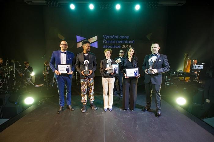Další zlato si Yemi (druhý zleva) za svou společnost JAD Productions odnesl i v kategorii Eventů pro podporu vztahů s veřejností, foto: ČEA.