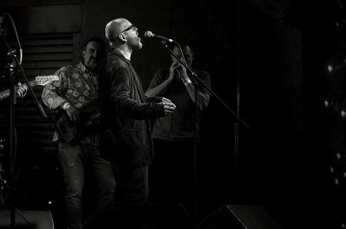 Jedním ze zpěváků je Marek Hlavica, ředitel AKA, foto: Zuzka Bönisch.