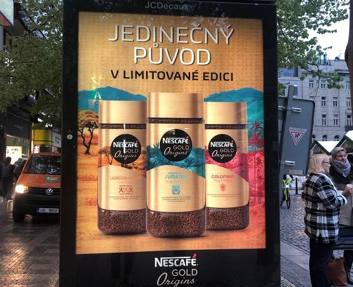 Venkovní reklama na limitovanou edici Nescafé Gold Origins, foto: MediaGuru.cz