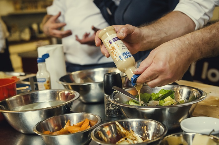 Jídla kuchaři připravovali z ingrediencí, které si hosté přinesli ze svých lednic, zdroj: Unilever.