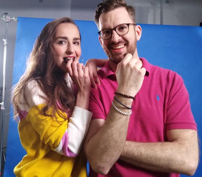Oreo spolupracuje s neslyšící tanečnicí Michaelou Kosiecovou a Janem Emmerem, který loni zvítězil ve světové soutěži o nejkrásnějšího neslyšícího muže světa, zdroj: Mondelēz.