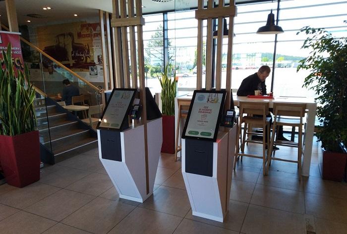 Na kiosku si zatím zákazníci mohou objednávat jen na provozovnách v Praze, od června by se ale měly rozšířit i do dalších měst, zdroj: KFC.