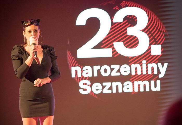 Akci moderovala Veronika Farářová coby Catwoman, foto: Seznam.cz