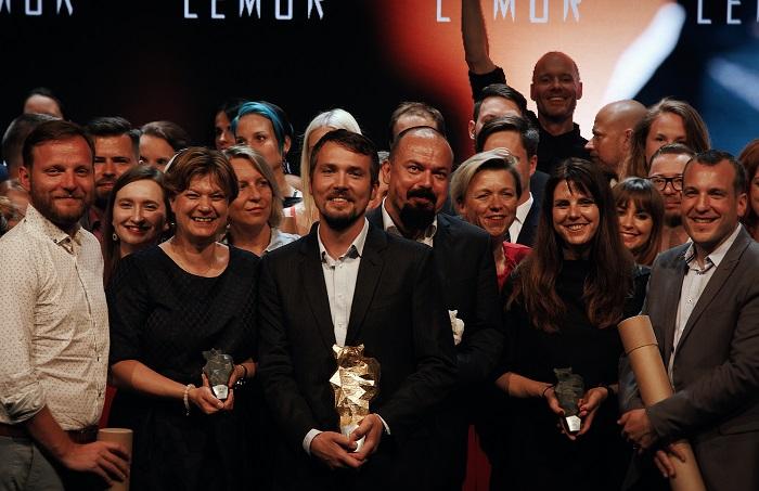 Absolutní vítěz ceny Lemur – zástupci agentury Creative Adison a Onko Unie – a Václav Pavelka s Cenou za přínos oboru Public Relations (čtvrtý zleva vepředu), foto: APRA