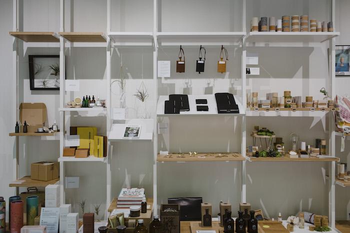 Zákazníci si zde mohou vybírat z kosmetiky, oblečení, hraček i nábytku, zdroj: Shop Up Stories.