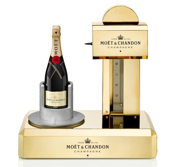Moët & Chandon přiveze do své festivalové zahrádky i přístroj na rytí vzkazů na lahev, zdroj: Moët & Chandon.