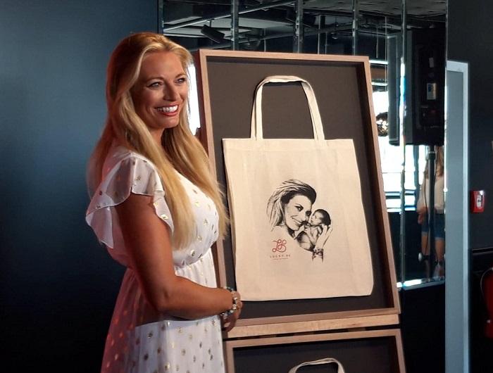 Moderátorka Lucie Borhyová spojila návrh se svou nadací Lucky be. Zdroj: MediGuru