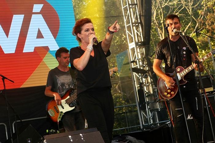 Koncertní představení otevřela zpěvačka Marta Jandová, zároveň moderátorka nové talk show Marta, foto: FTV Prima