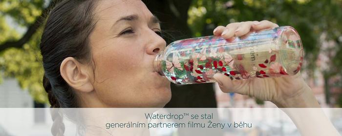 Za první měsíc, kdy film běžel v kinech, vzrostly prodeje kapslí o 30 %, tváří byla herečka Tereza Kostková. Zdroj: Waterdrop