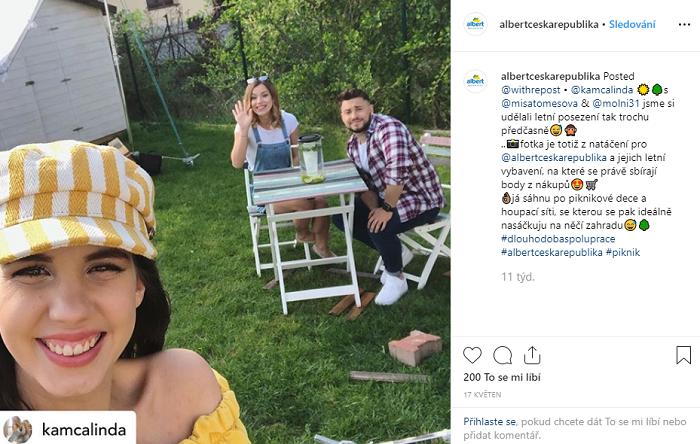 Albert spolupracuje s herečkou Michaelou Tomešovou, youtuberkou Kamilou Lindovou a hokejistou Martinem Molnárem. Zdroj: Instagram: Albert