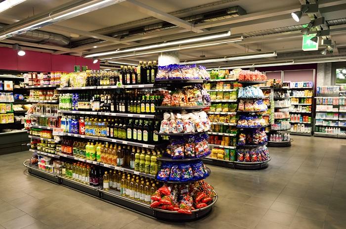 Nezdravé potraviny by neměly být vystaveny ve výšce očí a nabádat tak ke koupi. Zdroj: Shutterstock