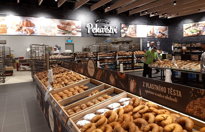 V Praze Hostivaři přidal Albert vlastní pekárnu, foto: MediaGuru.