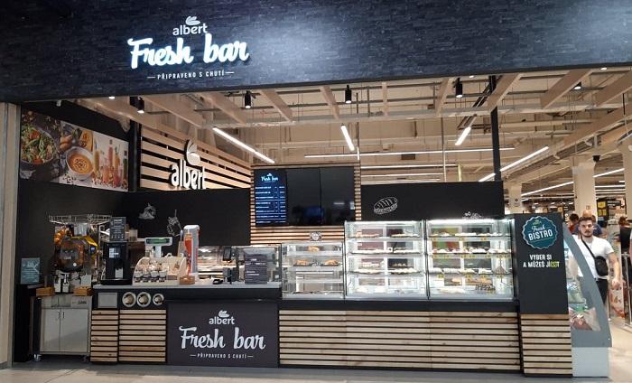 Nově je v prodejně i Fresh bar s hotovými jídly, foto: MediaGuru.