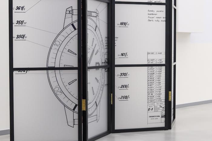 Součástí interiéru je i velká dělící stěna, zdroj: Elton hodinářská.