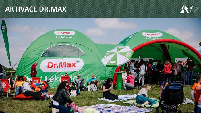 Pojízdná lékárna je jednou z aktivit značky Dr. Max na závodech. Zdroj: Běhej lesy