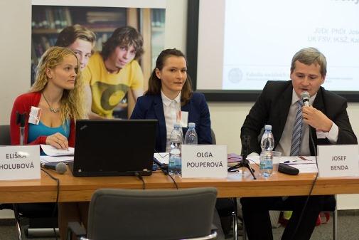 Eliška Holubová (PF UK, Nejvyšší správní soud), Olga Pouperová (PF UP) a Josef Benda (FSV UK).