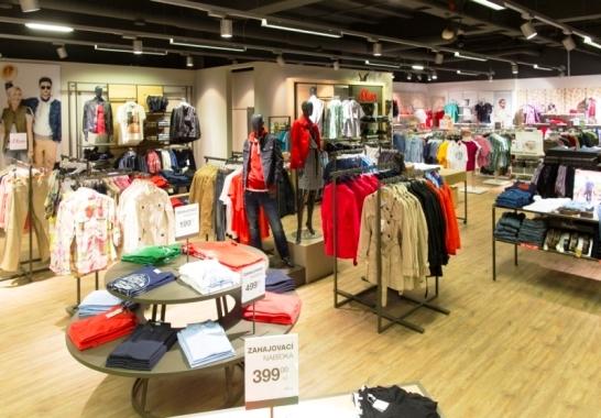 s. Oliver ve Fashion Store v Globusu