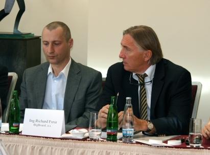 Richard Fuxa (vlevo) ještě na společné konferenci s Pavlem Slabým, šéfem JCDecaux.