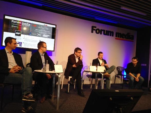 Panelisté k tématu televize a online na Forum Media.