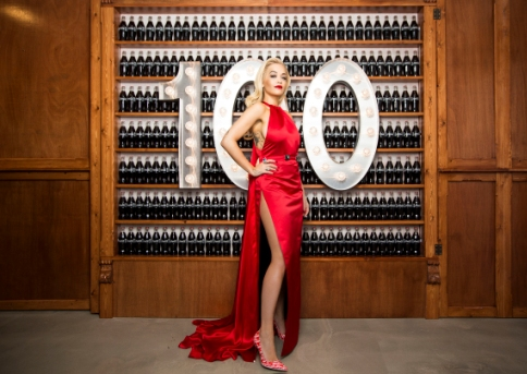 Rita Ora v kampani Radost políbit