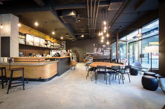 Nová kavárna Starbucks v Praze 8.