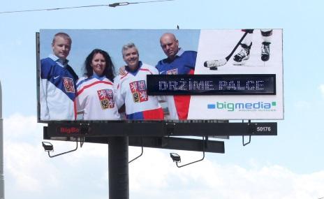 Představitelé firmy BigMedia na bigboardu k MS v hokeji.