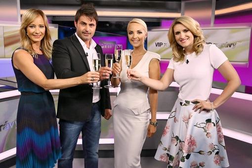 Přípitek ve studiu VIP Zpráv, foto: FTV Prima