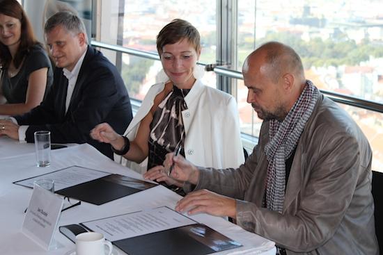 Eva Stejskalová na tiskové konferenci v Praze, na které oznamuje vstup do multiplexu RS8.