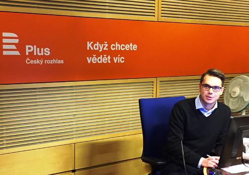 Nové studio ČRo Plus, moderátor Michael Rozsypal.