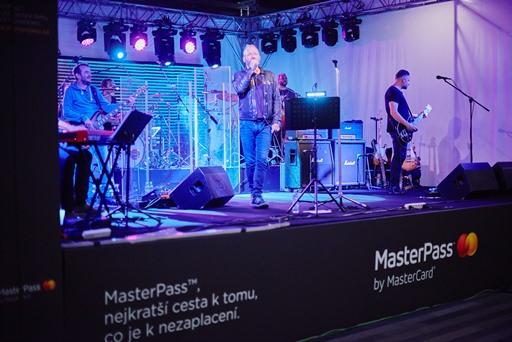 Koncert Davida Kollera na pražském hlavním nádraží