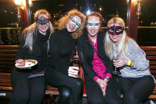 Benátská noc byla opravdu benátská. Nechyběly ani masky.