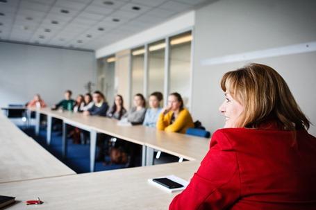 Šéfredaktorka iDnes.cz na kurzu pro studenty FSV UK.