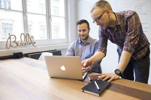 Tomáš Höfer a Jan Kašpárek v agentuře Bubble