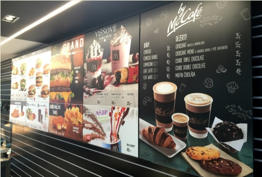 Pět nejoblíbenějších káv a dezertů je nyní v nabídce i v restauracích McDonald's a DriveThru