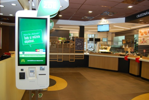 McDonald´ s v novém konceptu se samoobslužnými kiosky