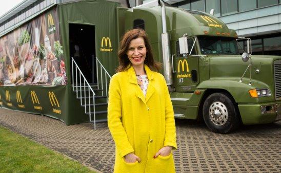 Zuzana Svobodová před truckem Na rovinu Tour 2016.