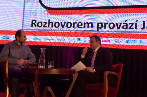 Pavel Zima (vlevo) v rozhovoru s Jánem Simkaničem na CIF 2016.