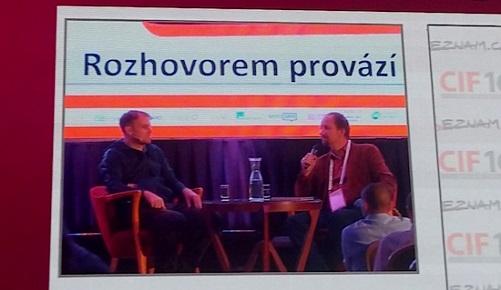 Jan Barta (vlevo) v rozhovoru s Davidem Slížkem na CIF 2016.