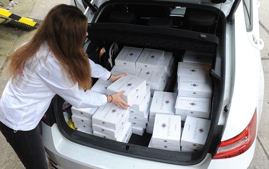Distribuce obědů v rámci kampaně Jedlo pre ajťákov.