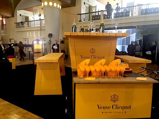 Instalace šampaňského Veuve Clicquot